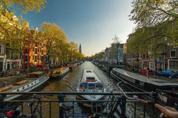 amsterdam-1089646_1920 title=